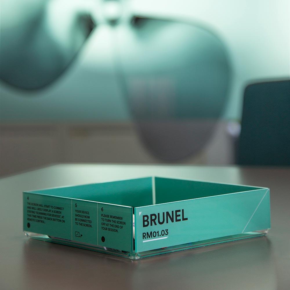 Premium acrylic pen tray