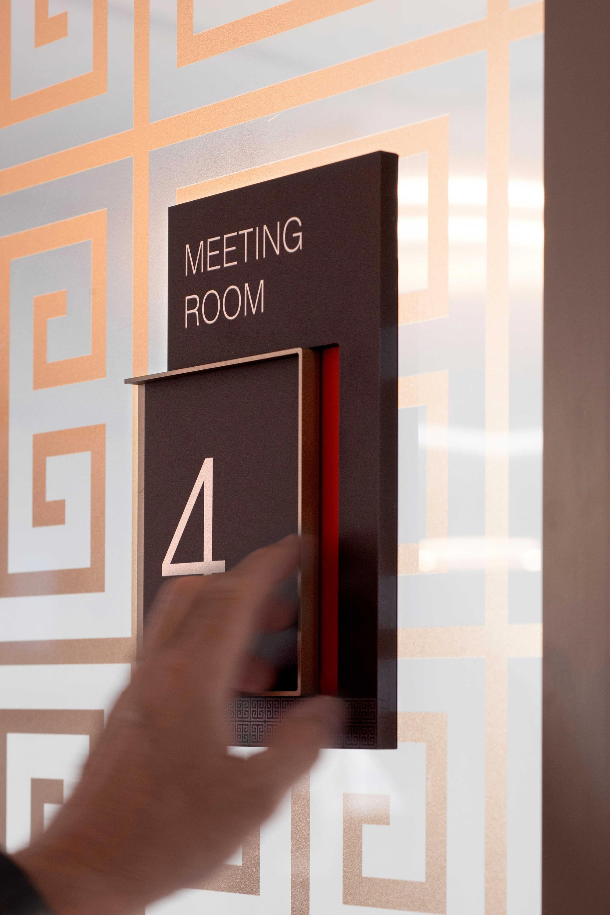 Meeting room vacancy sign